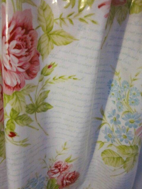 Ciré AGLAE en coton enduit blanc imprimé de fleurs rose et ciel, d'écritures ciel (1)