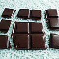 Tablette de chocolat cru aux graines de chanvre (diététique, bio, sans gluten ni sucre ni lait, riche en fibres et protéines)
