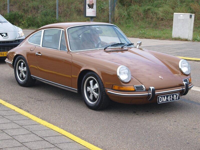 Nationale_oldtimerdag_Zandvoort_2010,_1972_PORSCHE_911E,_DM-61-87