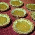 Tartelettes pistaches-citron-cardamome et tarte aux pommes, aux noisettes et aux pralines rouges