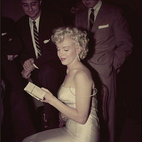 1955-01-07-NY-Cocktail_Party-040-1