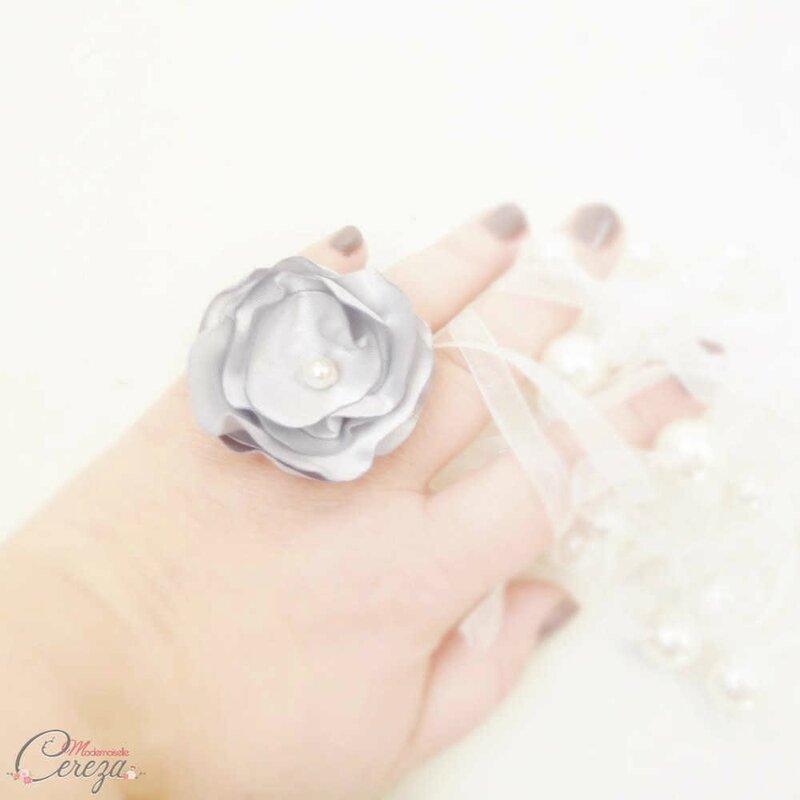 bague-fleur-cadeau-femme-temoin-mariage-gris-argent-bijou-mariage-chic-mademoiselle-cereza-3