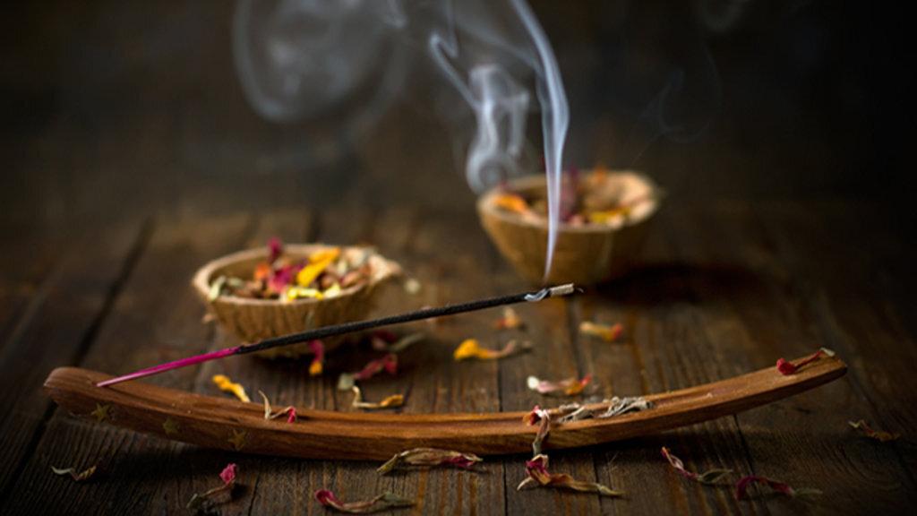 MARABOUT FIABLE DES TRAVAUX OCCULTES D'AMOUR: rituel de retour affectif rapide, affection