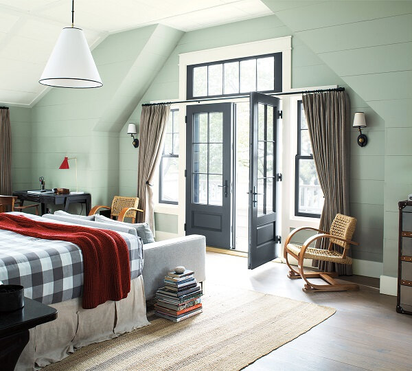 A+Seaside+Retreat+full+of+colour+and+pops+of+red+from+Benjamin+Moore+(2)