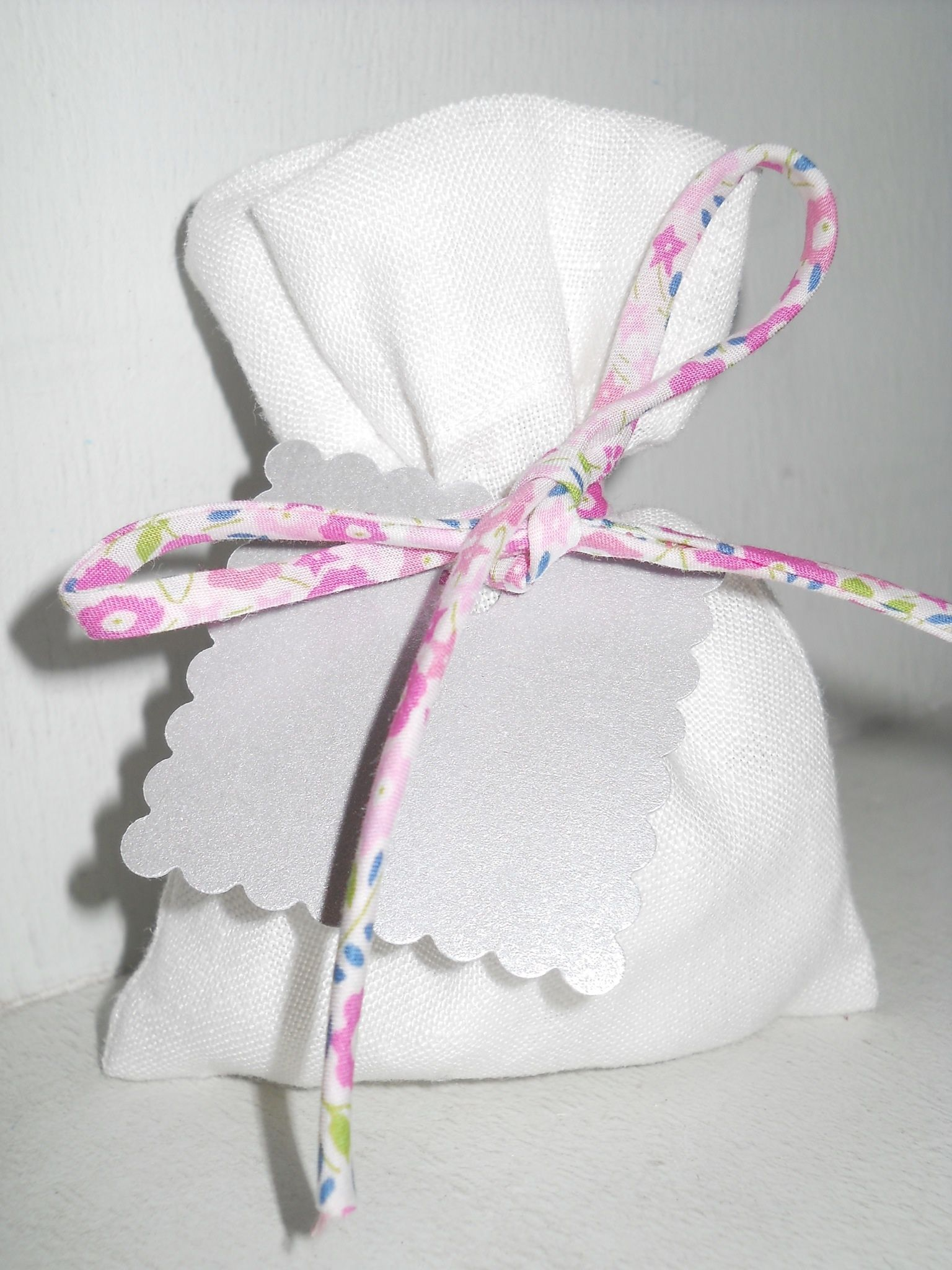 Pochon dragées lin blanc et cordon Liberty fairford rose
