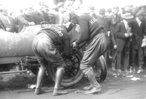 1900s pope-hartford tire change