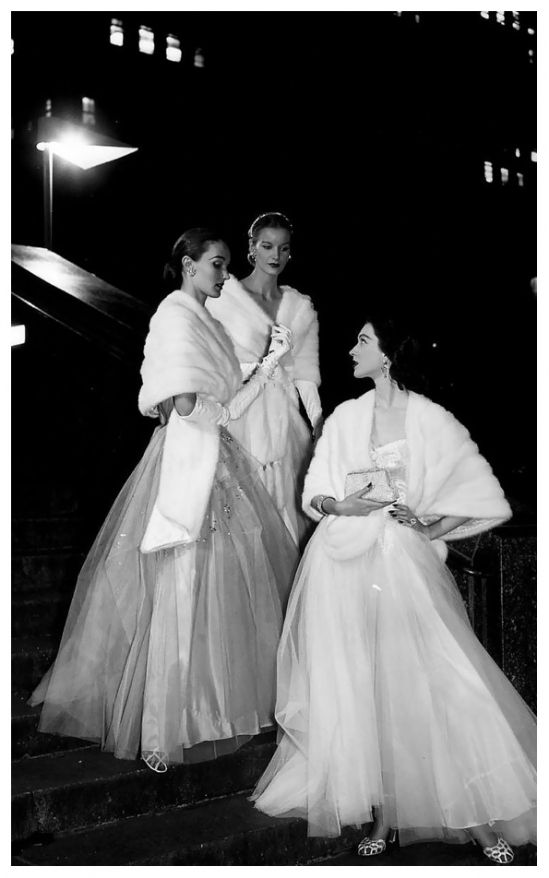 evelyn_sunny_and_dovima_in_white_mink_stoles_and_evening_gowns_photo_by_gjon_mili_1946