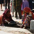 Chercheuses d'or dans les rues de Bikaner