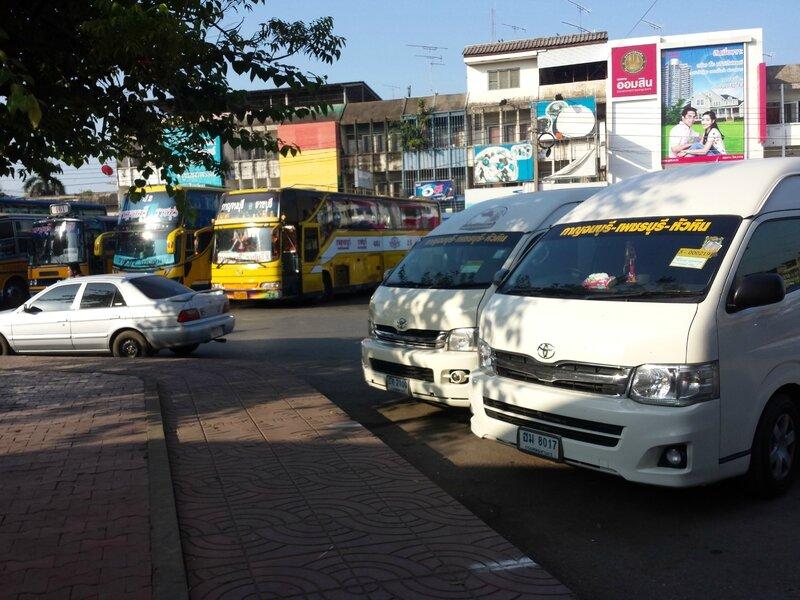 Quai de départ des minivans à Kanchanaburi