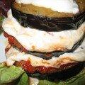 Millefeuille d'aubergines à la tomate et à la mozzarella