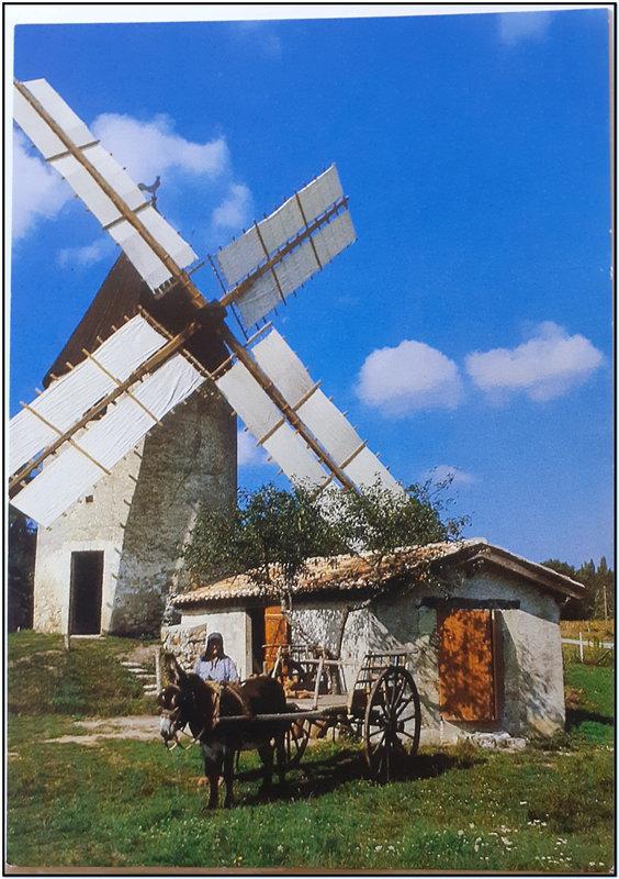 Vensac - seul moulin à vent d'aquitaine faisant la farine comme au XIXéme