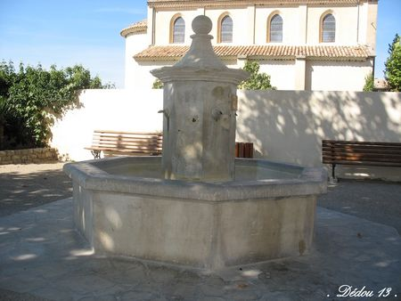 6_Photo_011FONTAINE_SUR_LA_PLACE_A_COTE_DE_LA_MAIRIE