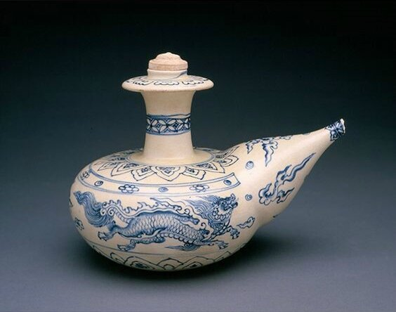 Blue and white kendi, Vietnam, 15th-16th century