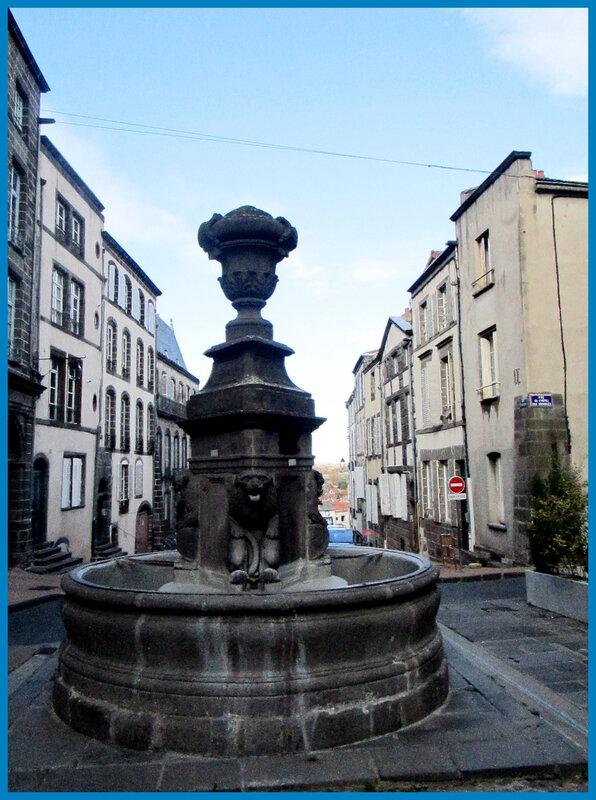 Fontaine aux Lions_rue de l'Horloge3
