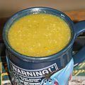 Soupe de courgette jaune, feuilles de blette et piment végétarien