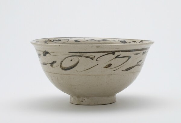 Bowl with design of floral spray, Vietnam, Trần dynasty, 14th century