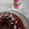 Couronne chocolatée, caramel au beurre salé et pralines roses