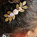 accessoires-bijoux-mariage-boheme-peigne-fleur-rose-en-résine-cabochon-cristal-rose-opal-et-feuilles-dorees-4