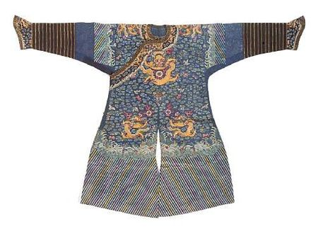 A_blue_silk_gauze_dragon_robe_with_embroidered_decoration