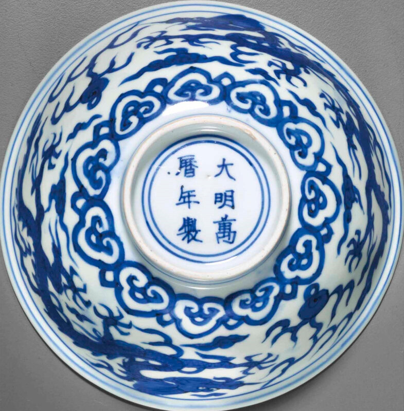2014_NYR_02830_2116_000(a_very_rare_blue_and_white_dragon_bowl_wanli_six-character_mark_in_und) (2)