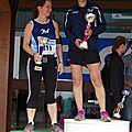 Deux filles sur le podium