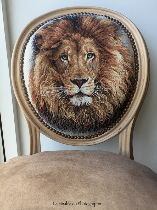 chaise-medaillon-lion-lmdp