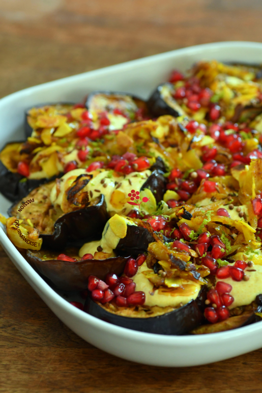 Aubergines rôties, sauce yaourt au curry, oignons frits, amandes & arilles_4