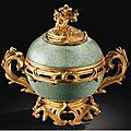 Pot-pourri en porcelaine de chine céladon craqualé d'époque kangxi (1662-1722) à monture de bronze doré d'époque louis xv