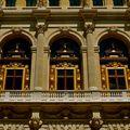 Détail de la façade de l'Opéra Comique.
