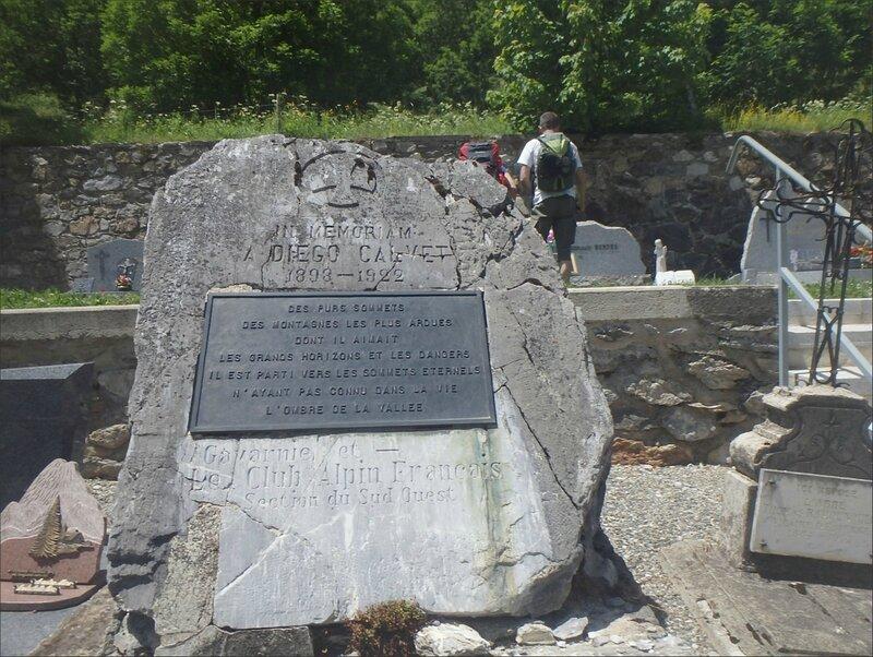 9 Gavarnie Pyrénées 250615 S 2 tombe