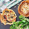 Duo de tartelettes salées, courgettes/féta/cumin et chèvre/pignon/moutarde/miel