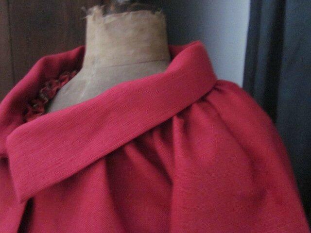 Veste BLANCHE en lin rouge fermé par un bouton de nacre (8)
