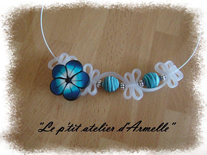 collier lacet PVC fleur dégradé bleu windsord