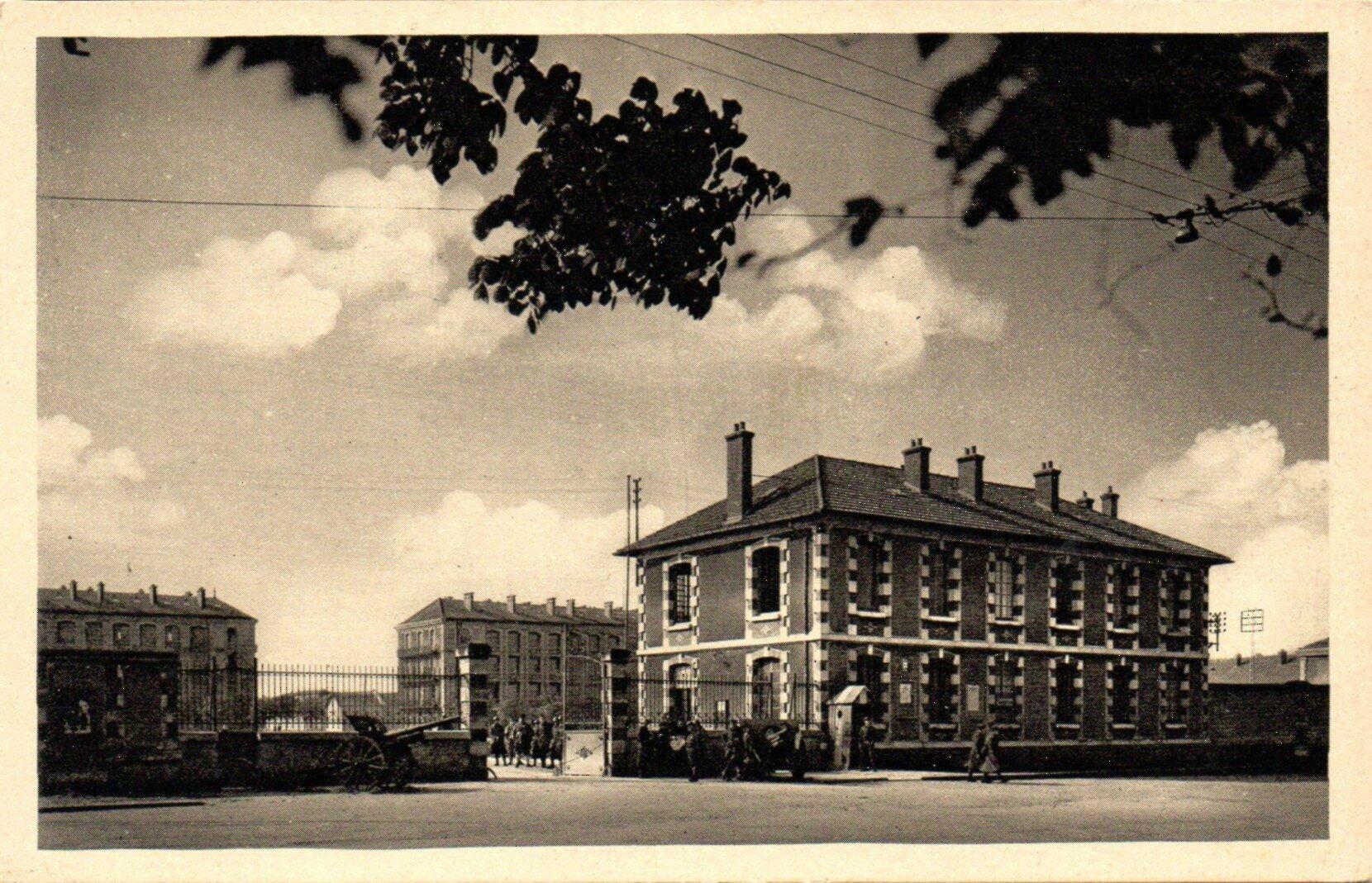 02 Caen, Quartier Claude Decaen, l'entrée principale, vers 1935