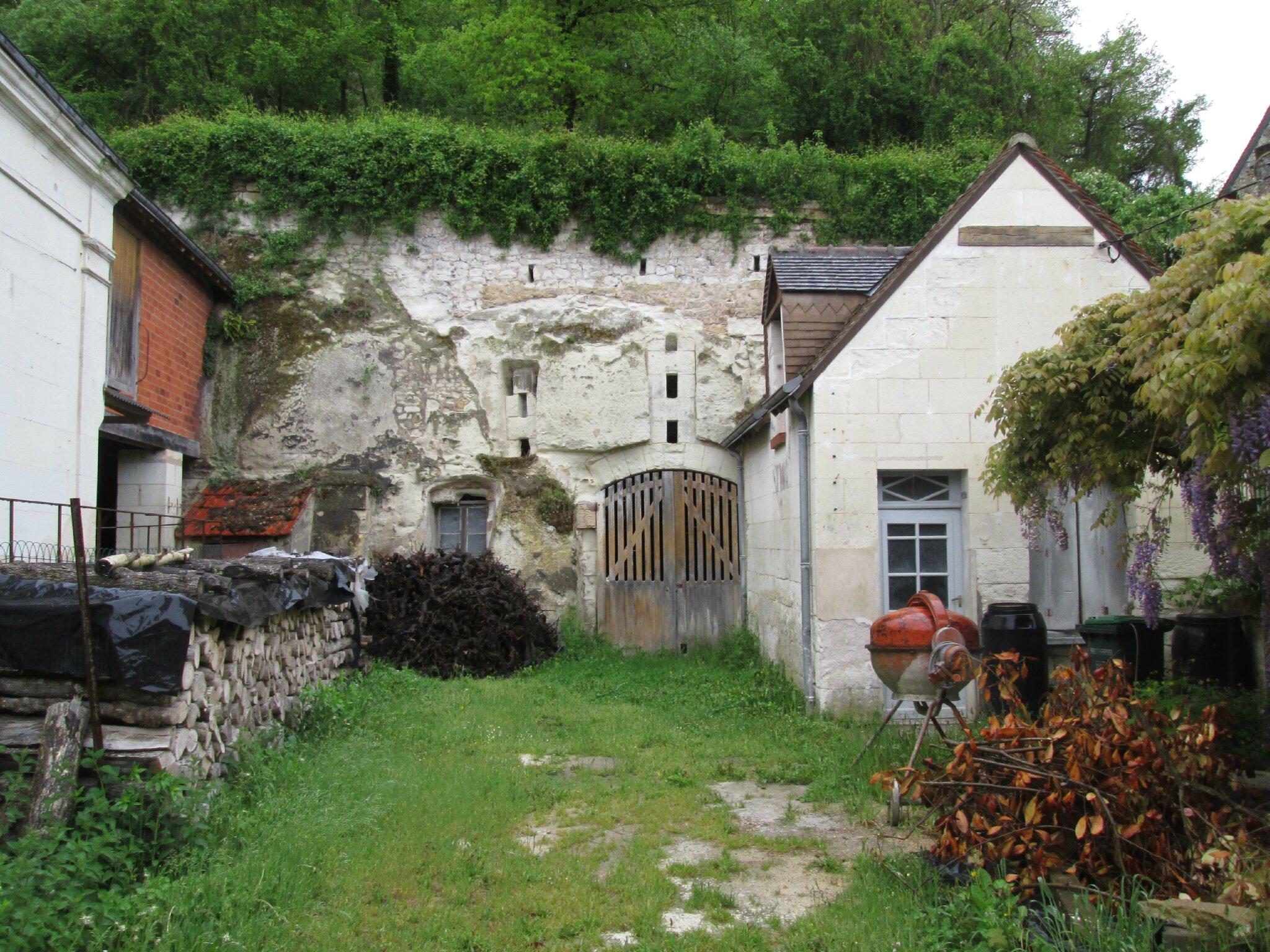 La carrière des Roches..Champignonnière encore en activité à Bourré dans le Loir et Cher.