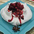 Un dessert de fête, une pavlova citron, badiane et fruits rouges