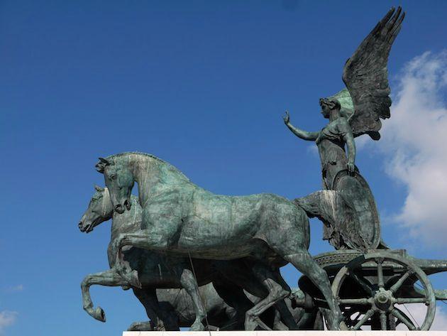 Rome monument VE statue