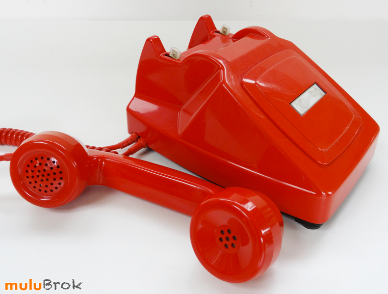 TELEPHONE-ORANGE-26-muluBrok