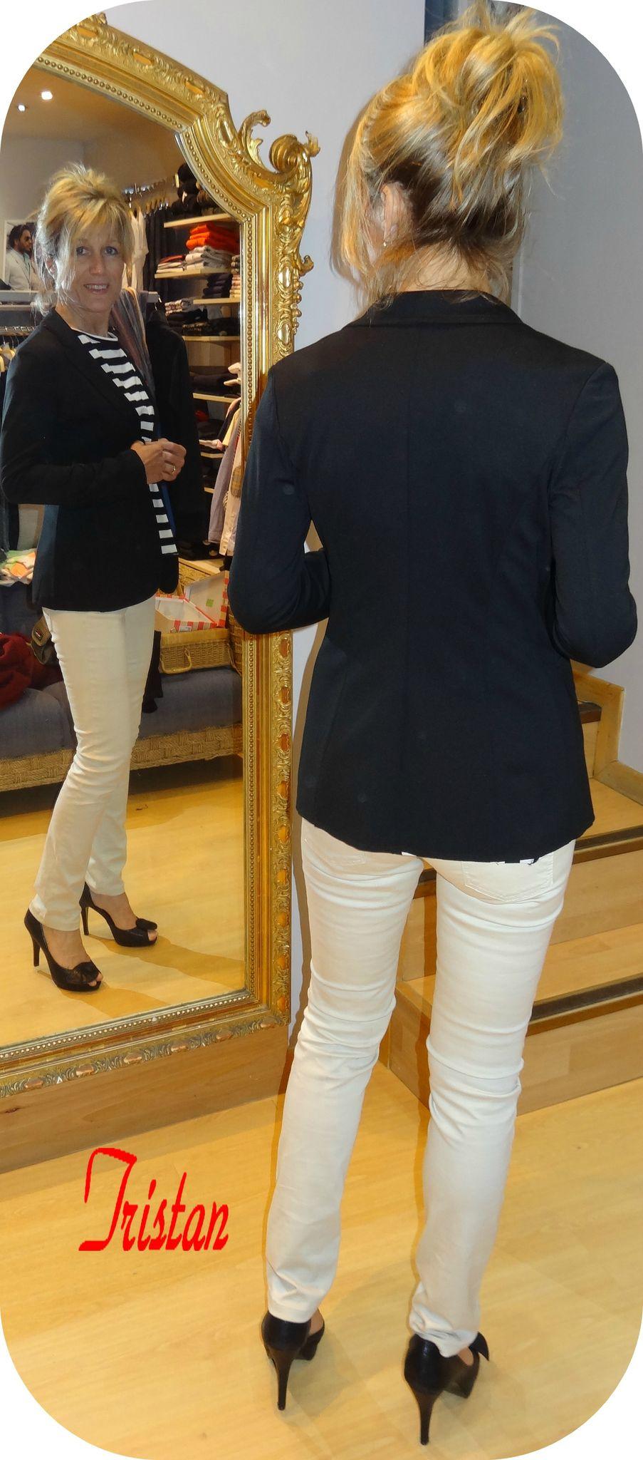 60653dc4e51b Pantalon beige et veste noire