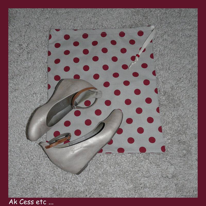 pochon à chaussures pois rouge