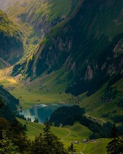 beautiful-green-lake-mountains-nature-Favim
