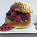 Burger sucré fruits rouges chocolat