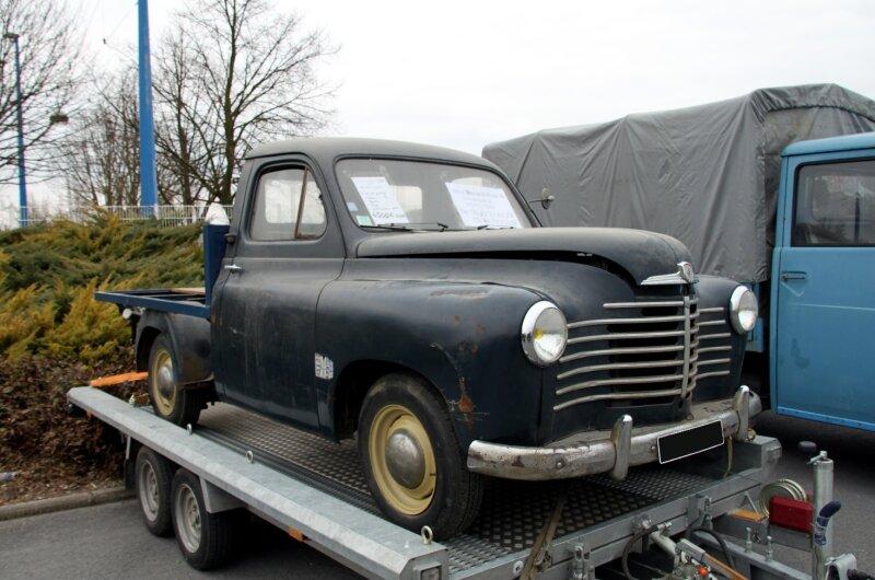 Renault prairie plateau de 1952 (23ème Salon Champenois du véhicule de collection)