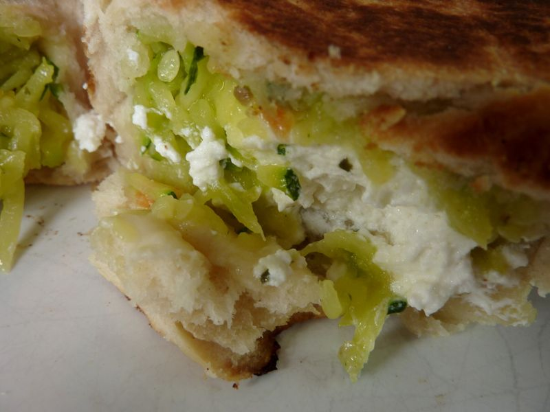 Cheese naans courgettes/chèvre