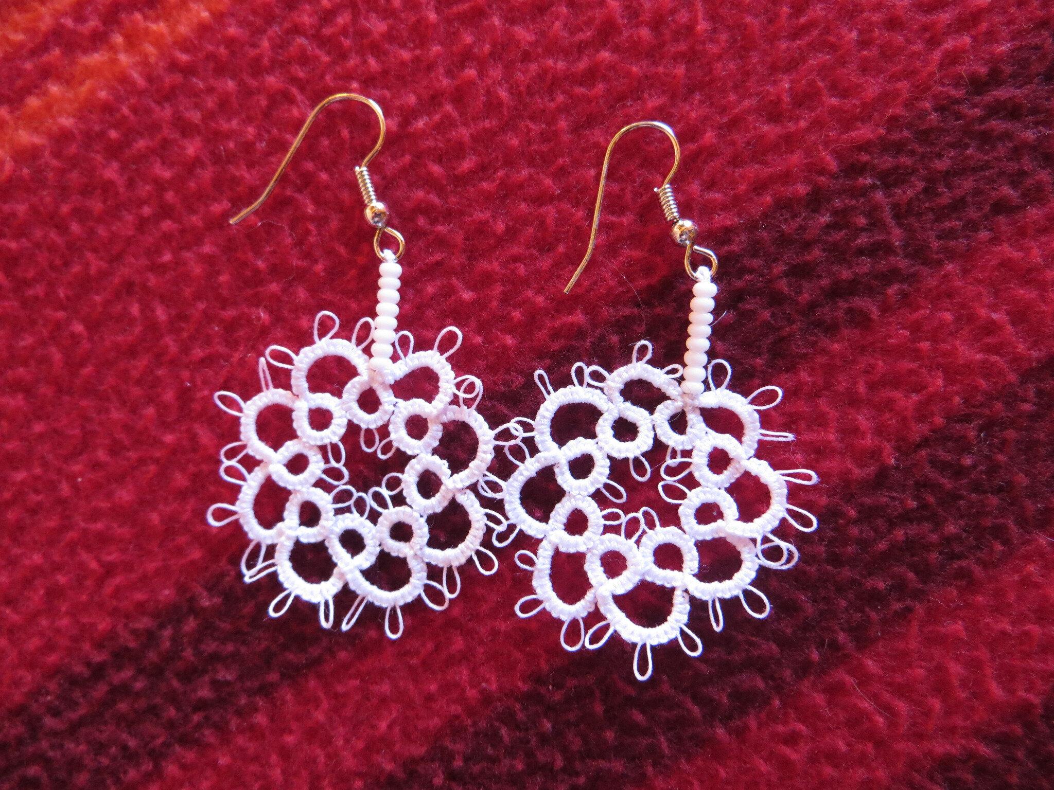 Quelques boucles d'oreille crochets métal