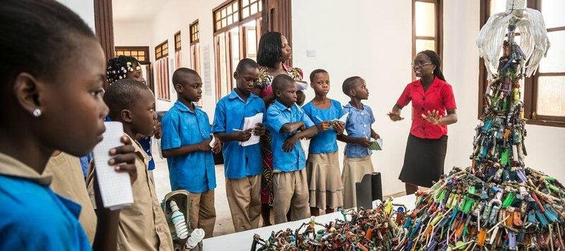 A Ouidah, au Bénin, la ville du vaudou ouvre le premier musée d'art contemporain africain.