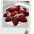 Fraises - chantilly sur lit de compote pomme rhubarbe