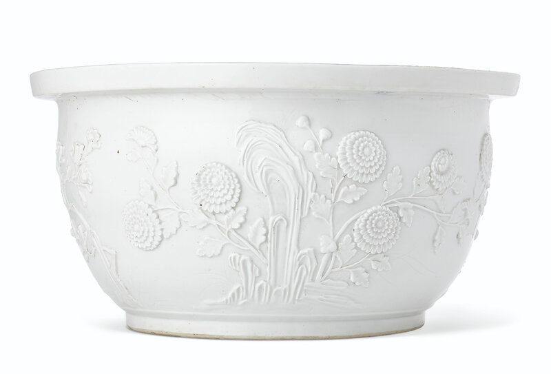 2019_NYR_17646_0715_002(a_rare_large_dehua_relief-decorated_jardiniere_17th-18th_century)