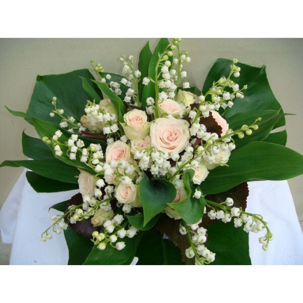 gros-bouquet-muguet--roses--disponible-du-24-avril-au-2-mai