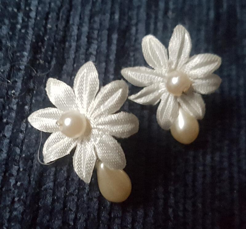 Boucles d'oreilles fleur mariage ivoire (1)